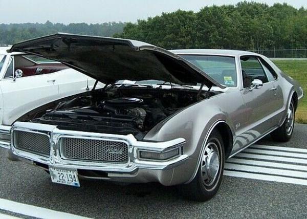 1968 Oldsmobile Toronado Front Corner