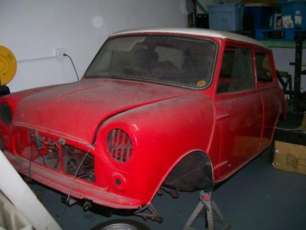 1968 Austin Mini 1000 Front Corner