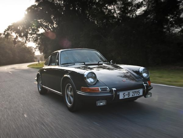 1970 Porsche 911s Front Corner