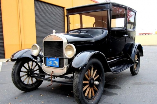1926-Ford-Model-T-driver