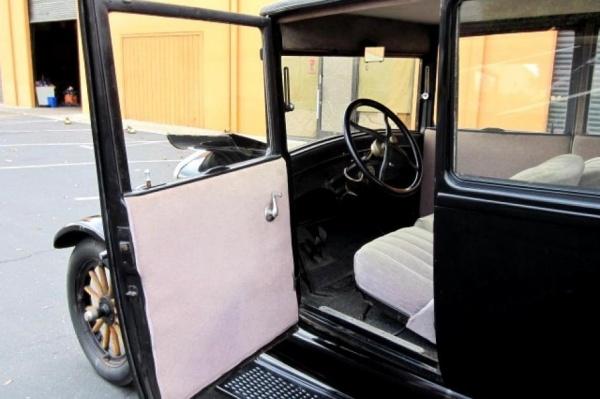 1926-Ford-Model-T-interior