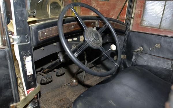 1930-chrysler-imperial-interior