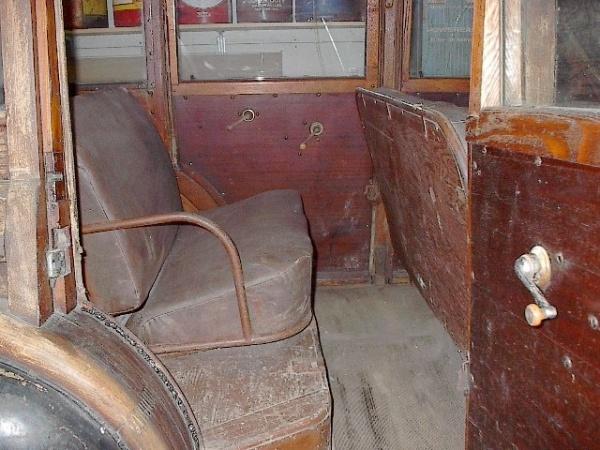 1942-pontiac-chieftain-woodie-interior