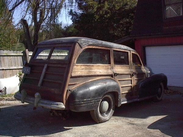 1942-pontiac-chieftain-woodie-rear