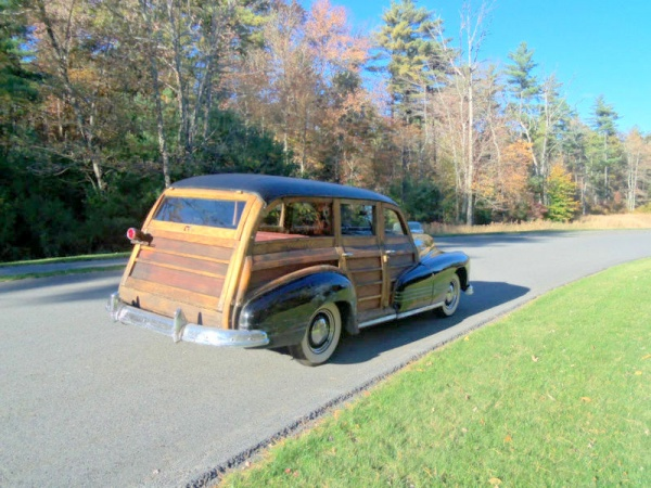 1947-pontiac-streamliner-woody-wagon-rear