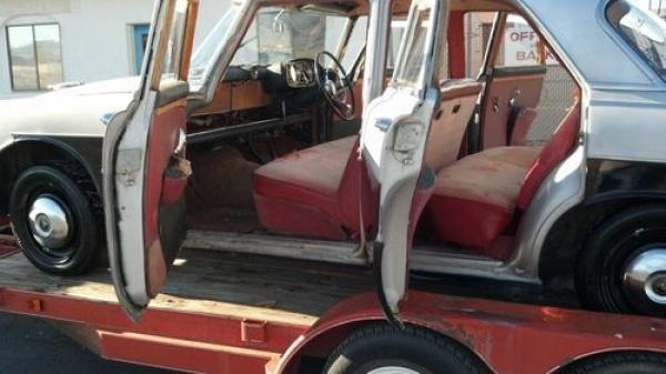 1961-Rover-P5-interior