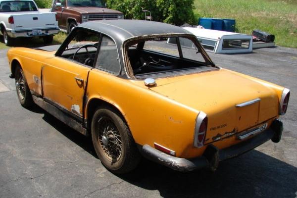 1961-triumph-italia-2000GT-rear