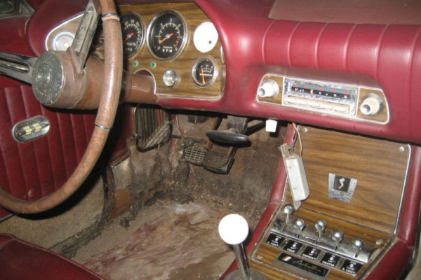 1964-Studebaker-Avanti-R2-interior