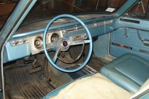 1965-Barracuda-Fastback-interior