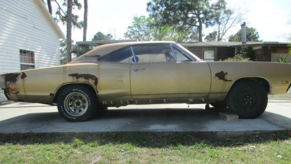 1969-Coronet-RT-440-side