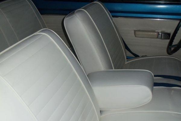 1969-Plymouth-Barracuda-survivor-seats