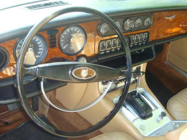 1971-Jaguar-XJ-dash