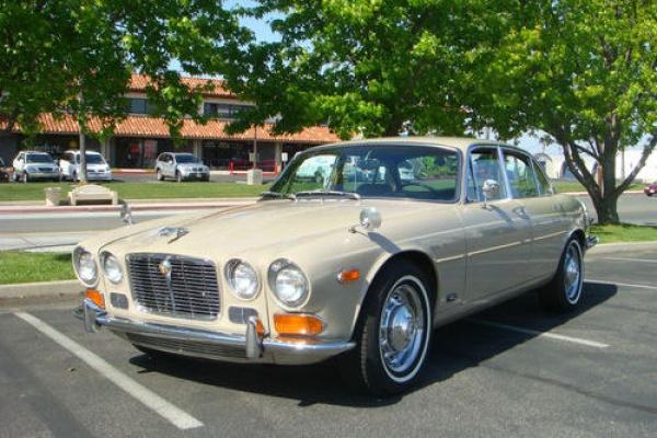 1971-Jaguar-XJ