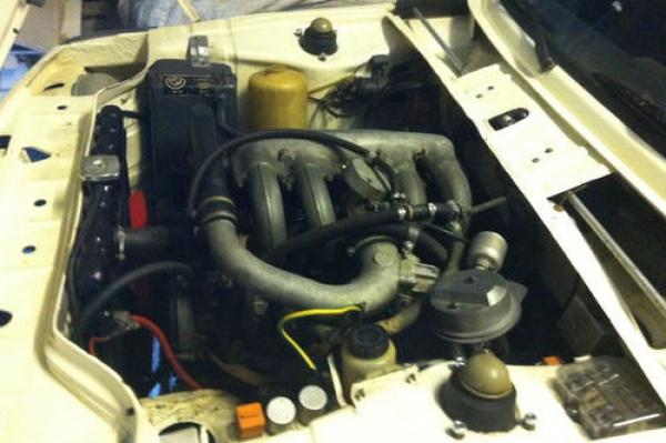1975-BMW-2002-Turbo-engine