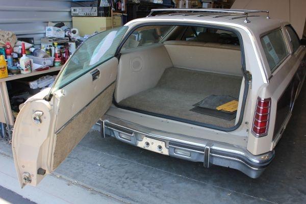 1978-lincoln-wagon-rear