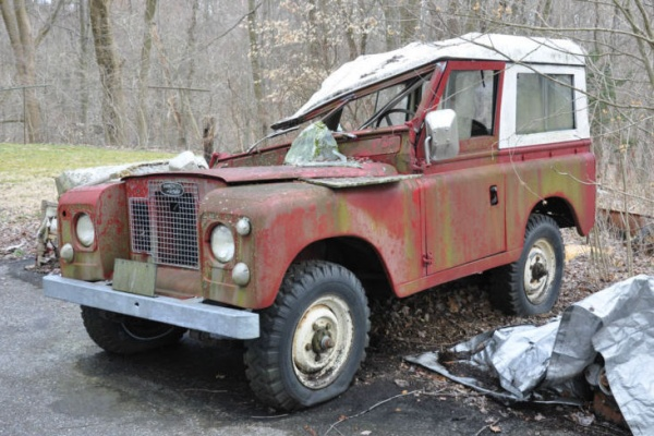 tree-damaged-1967-land-rover