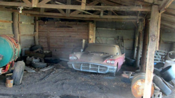 1960-ford-thunderbird-barn-find-front