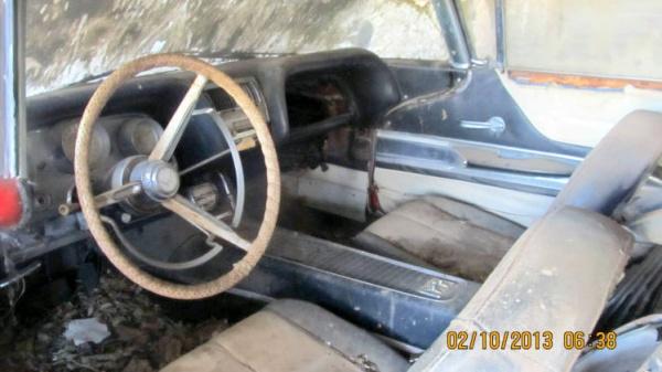 1960-ford-thunderbird-barn-find-interior