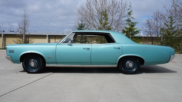 1966-Pontiac-Le-Mans-four-door-profile
