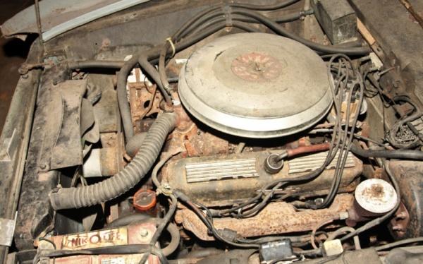 1967-Ghia-450-SS-engine