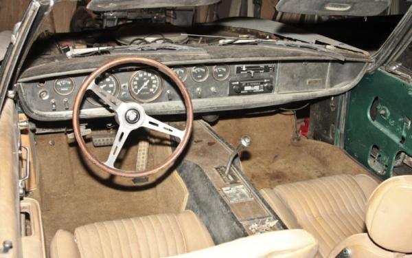 1967-Ghia-450-SS-interior
