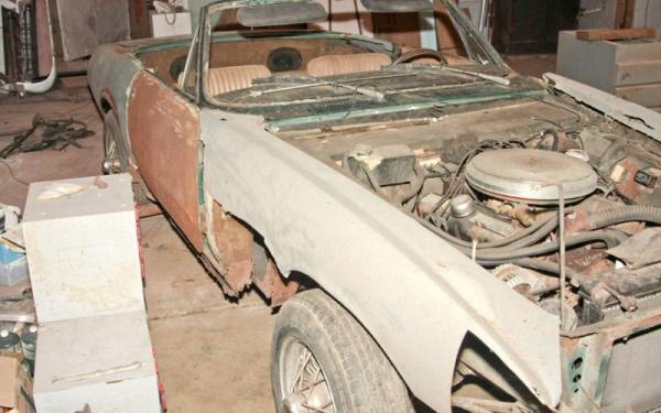 1967-Ghia-450-SS-side