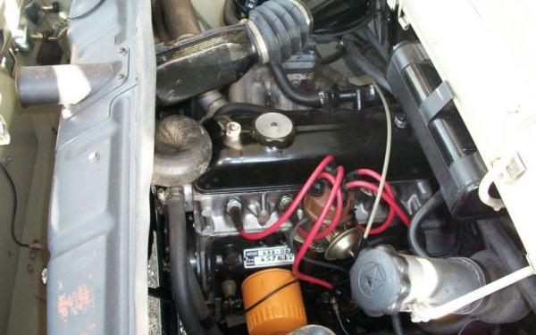 1971-Renault-R-10-engine