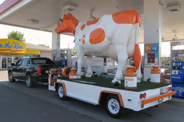 1972-ford-big-cow-truck-filling-up