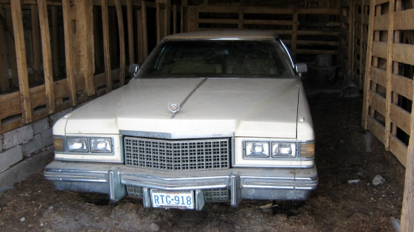 1976-Cadillac-Fleetwood-Brougham