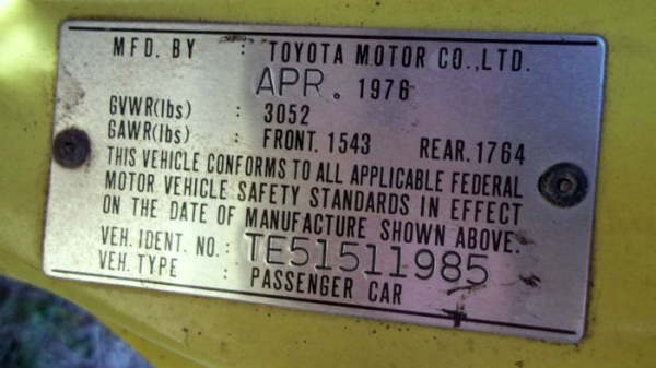 mysterious-1976-toyota-corolla-vin-plate