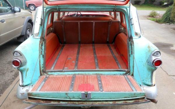 Patinaed 1955 Pontiac Station Wagon