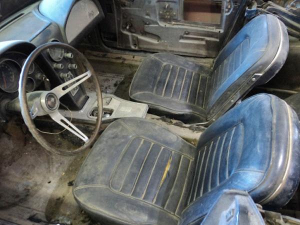 picked-apart-1966-corvette-427-interior