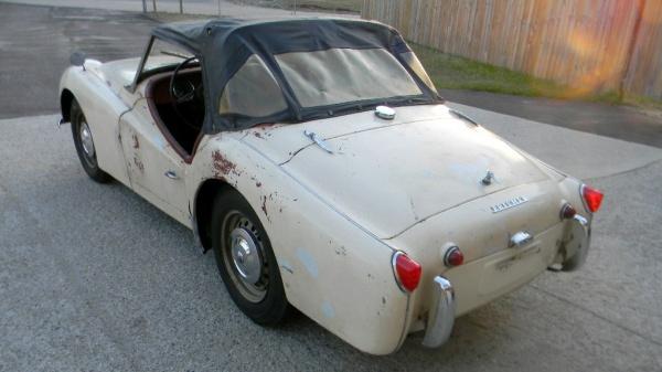 proper-patina-1960-triumph-tr3-rear-corner