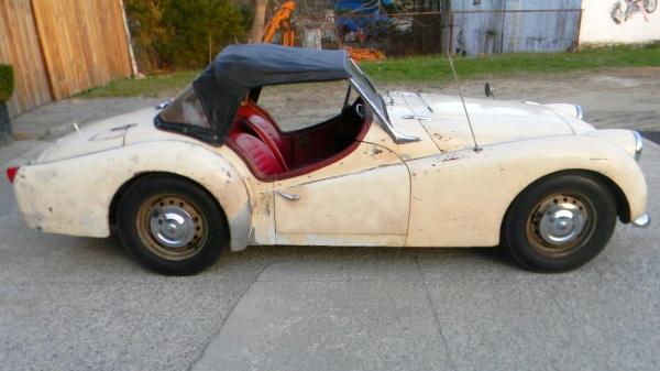 proper-patina-1960-triumph-tr3-side-view
