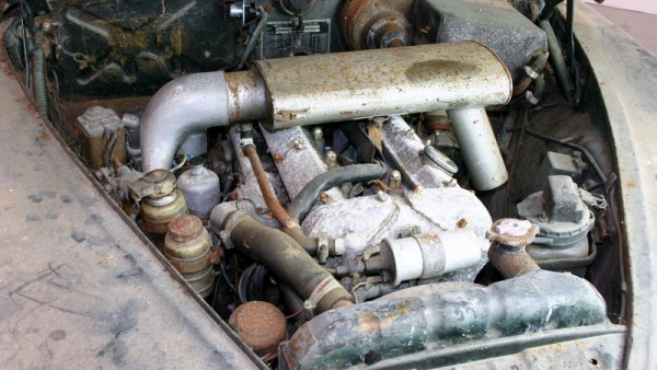 1964-jaguar-s-type-barn-find-engine