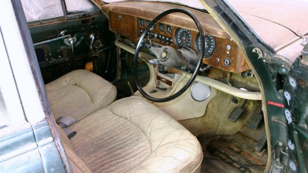 1964-jaguar-s-type-barn-find-interior