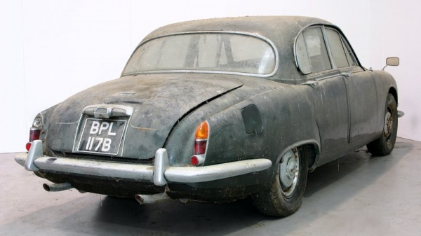 1964-jaguar-s-type-barn-find-rear-corner
