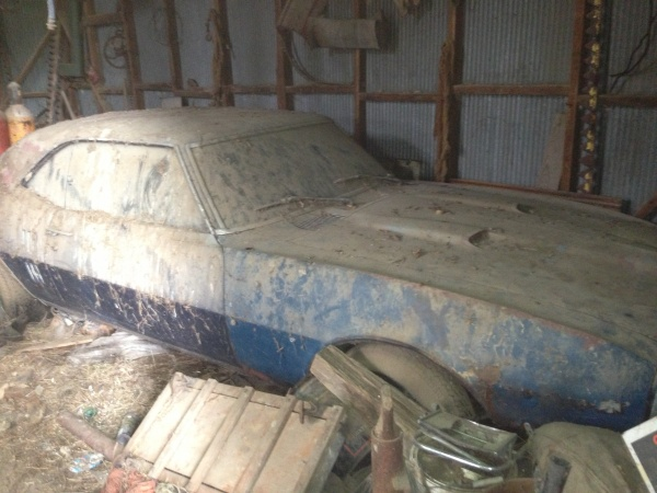 1968-Pontiac-Firebird-barn-find-closeup