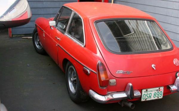 1970-mgb-gt-project-rear-corner