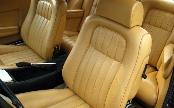 1974-Ferrari-365-GT4-seats