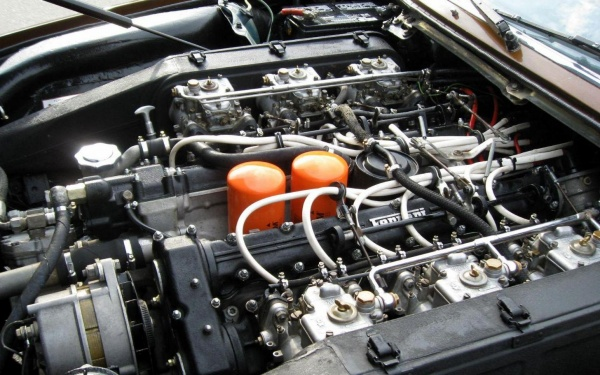1974-Ferrari-365-GT4-v12