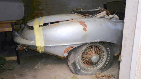 garage-cat-1969-jaguar-e-type-rear-quarter