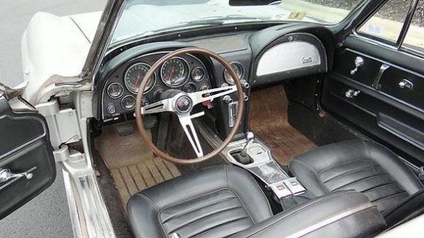 gold-survivor-1966-corvette-interior