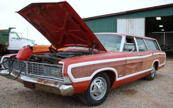 patinated-1968-ford-ltd-country-squire