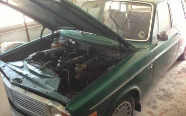 1968-Volvo-144s-engine