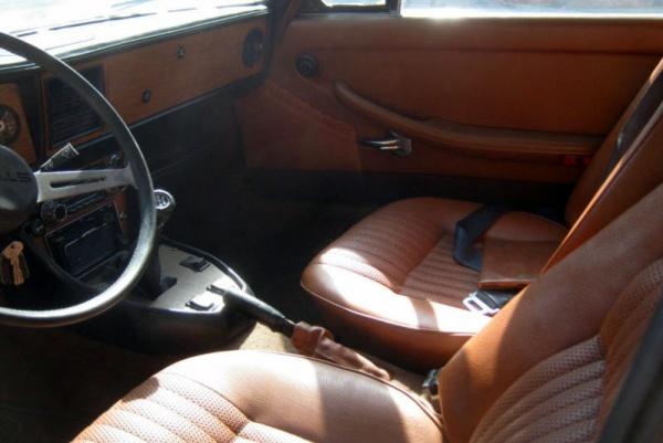 1971-Triumph-Stag-interior