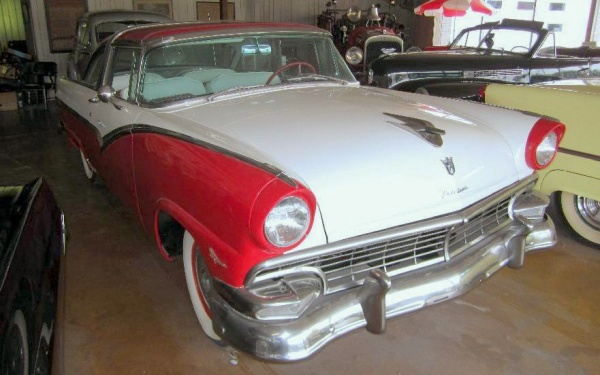 ron-hilens-antique-classic-cars-showroom-2