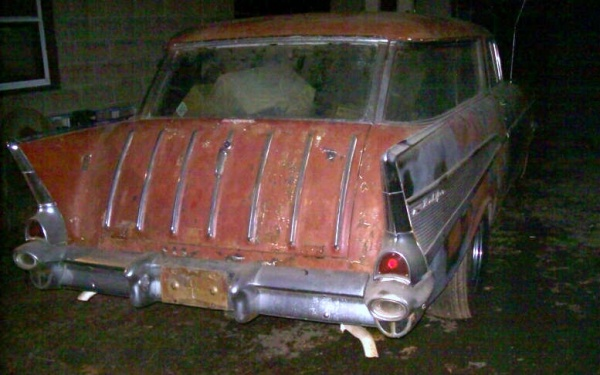 rough-wagon-1957-chevy-nomad-rear-corner