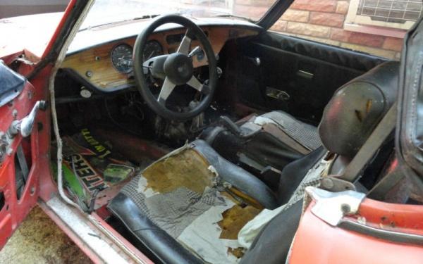 1977-Triumph-Spitfire-interior