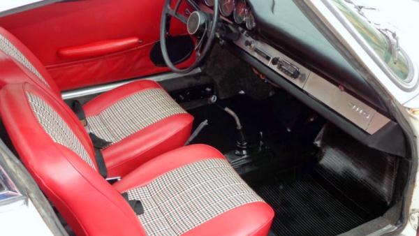 early-s-car-1966-porsche-911s-interior